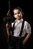 Retrato de un muchacho en una imagen del gángster imagen de archivo libre de regalías