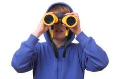 Muchacho con los prismáticos Imagenes de archivo