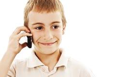 Retrato de un muchacho joven que habla en el teléfono celular Fotografía de archivo