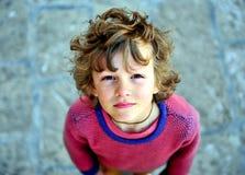 Retrato de un muchacho lanudo que mira la cámara Fotos de archivo libres de regalías