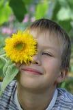Retrato de un muchacho de pelo rubio Foto de archivo libre de regalías