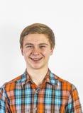 Retrato de un muchacho positivo que mira la cámara Fotos de archivo libres de regalías