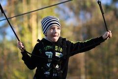 Retrato de un muchacho que supera obstáculos Imagenes de archivo