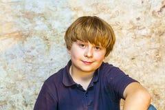 Retrato de un muchacho sonriente Imagen de archivo