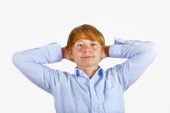 Retrato de un muchacho sonriente con el pelo rubio Fotos de archivo