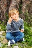 Retrato de un niño pequeño lindo Fotos de archivo libres de regalías