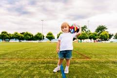 Retrato de un niño pequeño lindo Fotografía de archivo