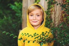 Retrato de un niño pequeño lindo Foto de archivo libre de regalías