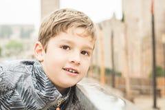Retrato de un niño rubio sonriente Fotografía de archivo libre de regalías