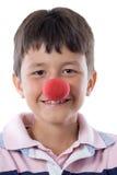 Retrato de un niño bonito con una nariz del payaso Foto de archivo libre de regalías