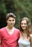 Retrato de un par adolescente joven Fotografía de archivo libre de regalías