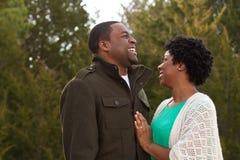Retrato de un par cariñoso afroamericano Fotos de archivo