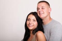 Retrato de un par sonriente feliz joven hermoso aislado Fotografía de archivo libre de regalías