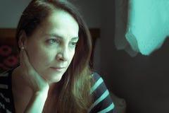 Retrato de un pensamiento de la mujer Fotografía de archivo