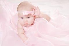 Retrato de un pequeño bebé Imagen de archivo
