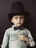 Retrato de un pequeño caballero serio Imagenes de archivo