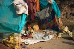 Retrato de un pequeño niño del vagabundo Cabrito sin hogar Fotos de archivo libres de regalías