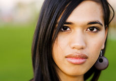 Retrato de un youngwoman imagenes de archivo