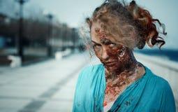 Retrato de un zombi de la muchacha Imágenes de archivo libres de regalías