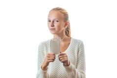 Retrato de una chica joven con la insignia foto de archivo