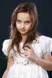 Retrato de una chica joven en estudio Imagen de archivo