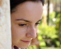 Retrato de una chica joven en un humor thoughful Foto de archivo libre de regalías