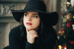 Retrato de una chica joven en un sombrero Imagen de archivo