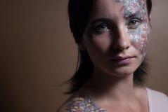 Retrato de una chica joven hermosa fotografía de archivo libre de regalías