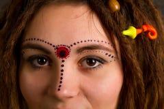 Retrato de una chica joven hermosa con los dreadlocks Fotos de archivo libres de regalías