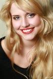 Retrato de una chica joven sonriente Imagen de archivo