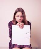 Retrato de una colegiala con la carpeta Fotos de archivo