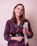 Retrato de una colegiala con la carpeta Imagen de archivo