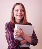 Retrato de una colegiala con la carpeta Fotografía de archivo