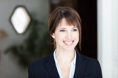 Retrato de una empresaria bonita Looking Away imágenes de archivo libres de regalías