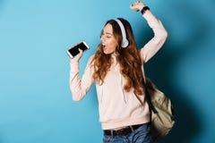 Retrato de una estudiante feliz alegre Fotos de archivo