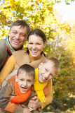 Retrato de una familia feliz Fotografía de archivo libre de regalías