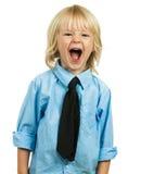 Retrato de una griterío bien vestida enojada del muchacho imagenes de archivo