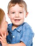 Retrato de una madre feliz con su hijo imagenes de archivo