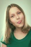 Retrato de una muchacha adolescente alegre Imagen de archivo