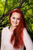 Retrato de una muchacha adolescente dirigida roja Fotos de archivo