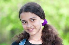 Retrato de una muchacha adolescente en la naturaleza Fotos de archivo