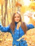 Retrato de una muchacha adolescente feliz Imagen de archivo