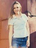 Retrato de una muchacha adolescente feliz hermosa Fotos de archivo
