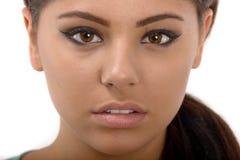 Retrato de una muchacha adolescente hermosa con los pelos rizados largos Fotos de archivo