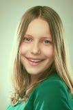 Retrato de una muchacha adolescente sonriente Fotos de archivo libres de regalías