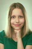Retrato de una muchacha adolescente sonriente Fotos de archivo