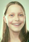 Retrato de una muchacha adolescente sonriente Imágenes de archivo libres de regalías
