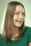 Retrato de una muchacha adolescente sonriente Fotografía de archivo