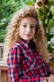 Retrato de una muchacha al aire libre Fotos de archivo libres de regalías
