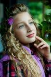 Retrato de una muchacha al aire libre Imagen de archivo
